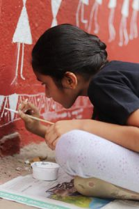 warli-art---ladies-first-street-art---marol-art-village